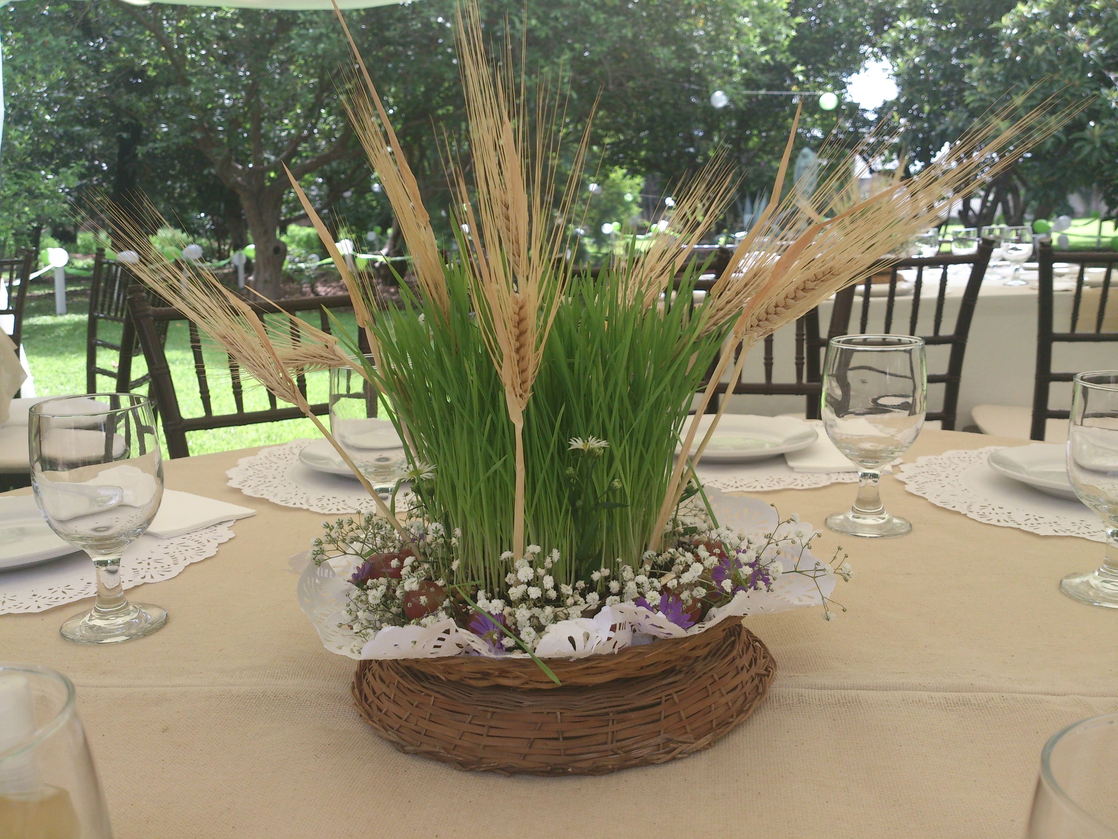 Centros de mesa con uvas germinado y espigas de trigo rustic party pinterest communion - Centros de mesa para primera comunion originales ...