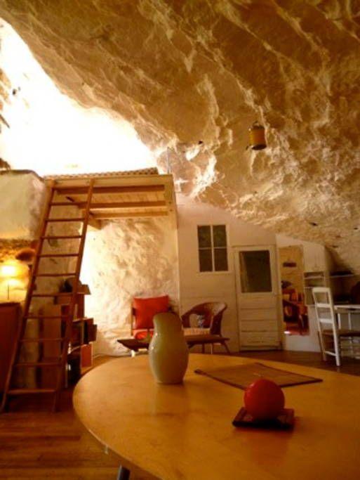 Appartement Dans Hameau Troglodyte Habitations Troglodytes A Louer A Sivergues A Louer Logement Appartement