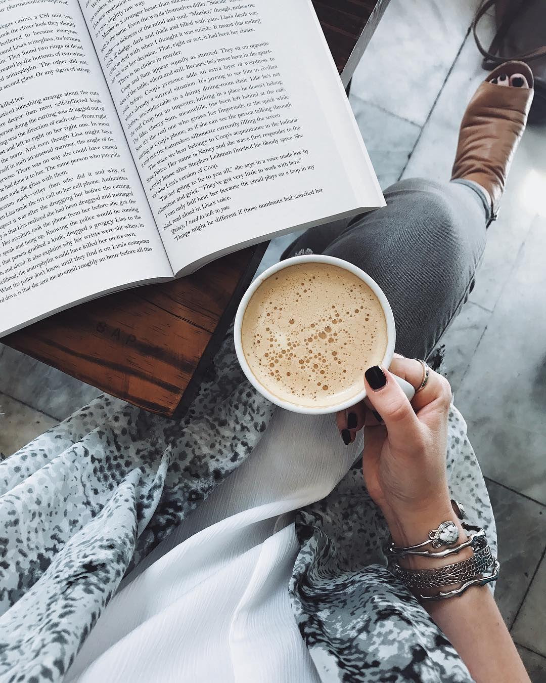 H O L L A Coffee And Books Tea And Books Coffee Break