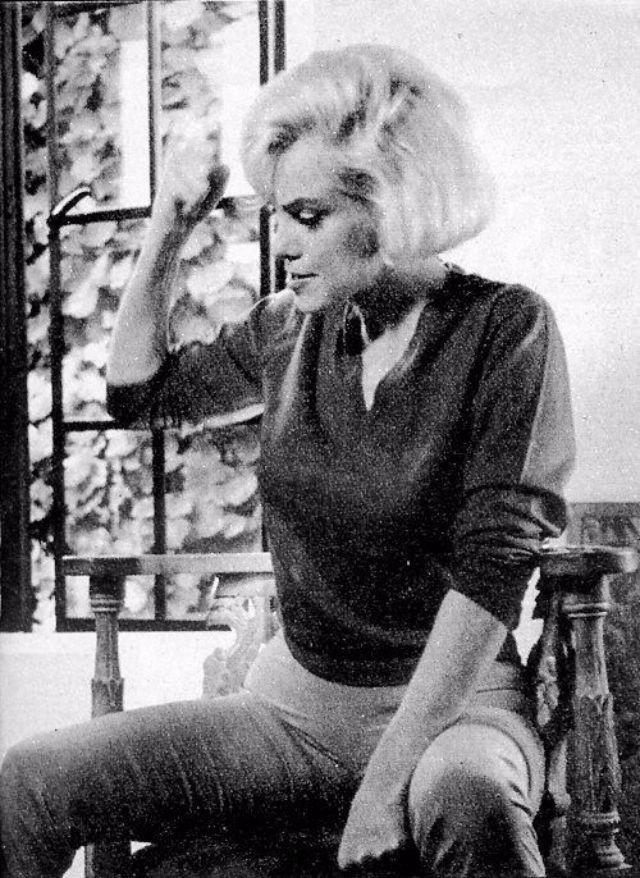 vintage everyday: Marilyn Monroe's Final Photo Session: The Last Photos of Marilyn Taken by Allan Grant in 1962