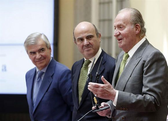 Don Juan Carlos, ovacionado con gritos de '¡Viva el Rey!' en la entrega del Premio Reino de España #realeza #royalty #ElReyAbdica
