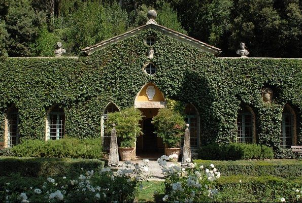 valentino's villa; ivy over roof!!!!