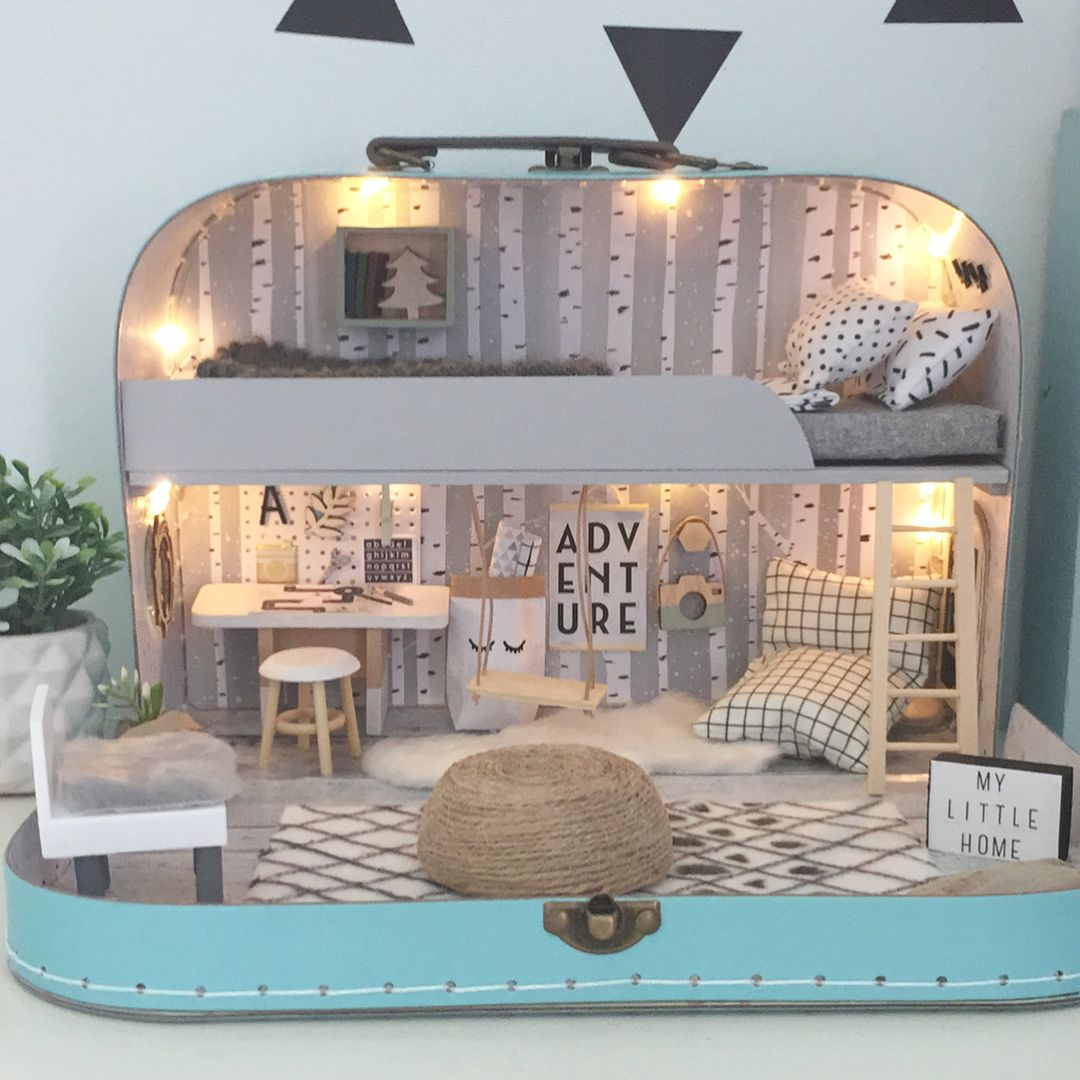 So the forth and final travel doll house available in my shop update tomorrow is this one and I think it may be my favourite
