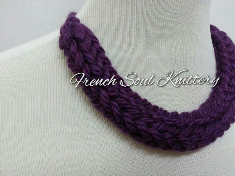 Knitted necklace by French Soul Knittery #knitting #crafty #knitwear #knittednecklace #knittedjewelry #knitwear #frenchsoulknittery