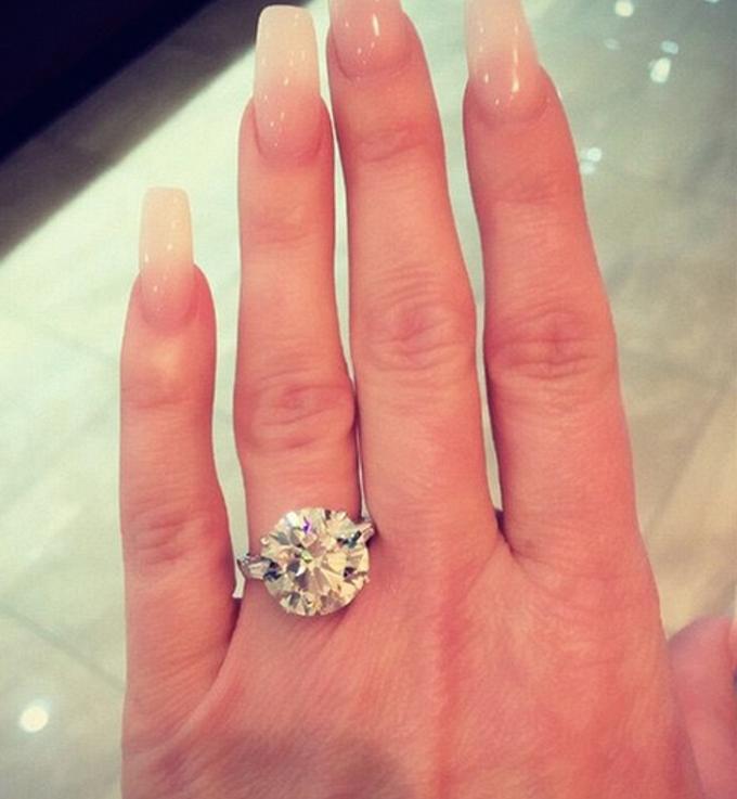 3b9e41b08926c Kim Zolciak Shows Off New 10-Carat Diamond Ring   Diamonds ...