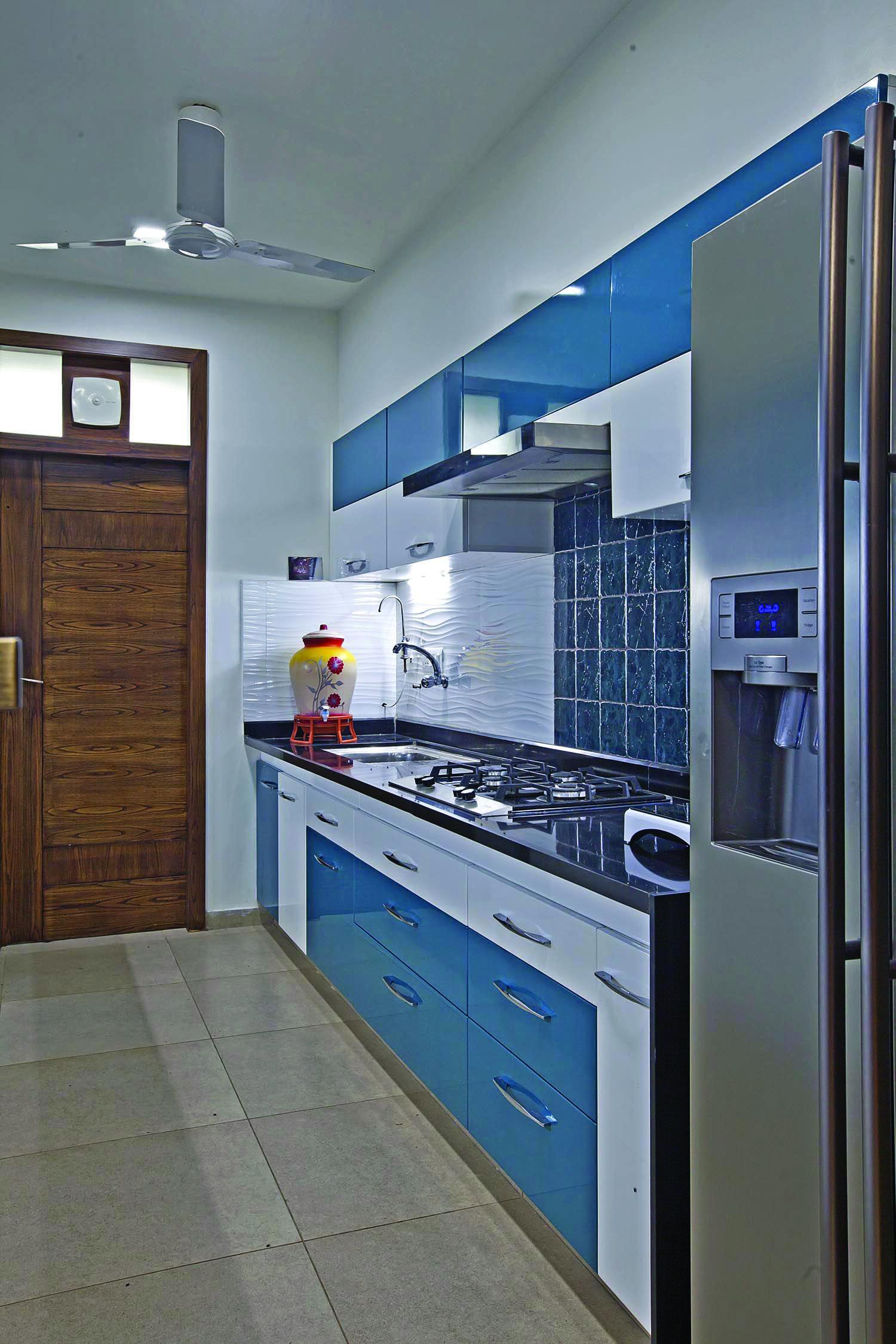 The Most Popular Kitchen Storage Ideas On Houzz Homes Tre Modular Kitchen Cabinets Interior Design Kitchen Kitchen Design Small