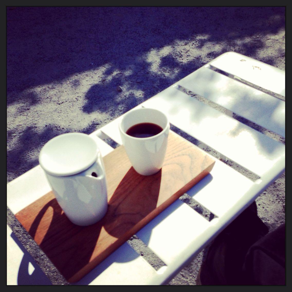 Sep. 2013.  Hayes Valleyのポップアップ。この辺上手いベーカリーやらアイスクリーム屋やらカフェやら多いので天気の良い日の飯後に一服には最適。近くにはBlue BottleのKioskもあるのでお好みで。 #coffee #pourover #us #sanfrancisco #drip