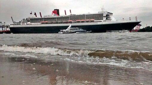 Queen Mary 2 beim Auslaufen Hafen Hamburg 22.6.13