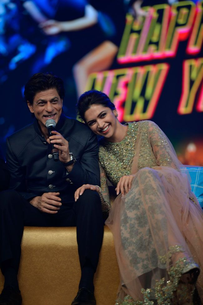 Happy New Year music launch a flamboyant extravaganza, SRK ...