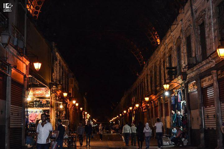 جربت تمشي بالليل بالحميدية بشو بيذكرك وقت تمشي فيه وايمتى آخر مرة مشيت فيه الحميدية دمشق في 13 10 2016 Hamidieh Old Damascus On 13 10 20 Landmarks Syria Photo