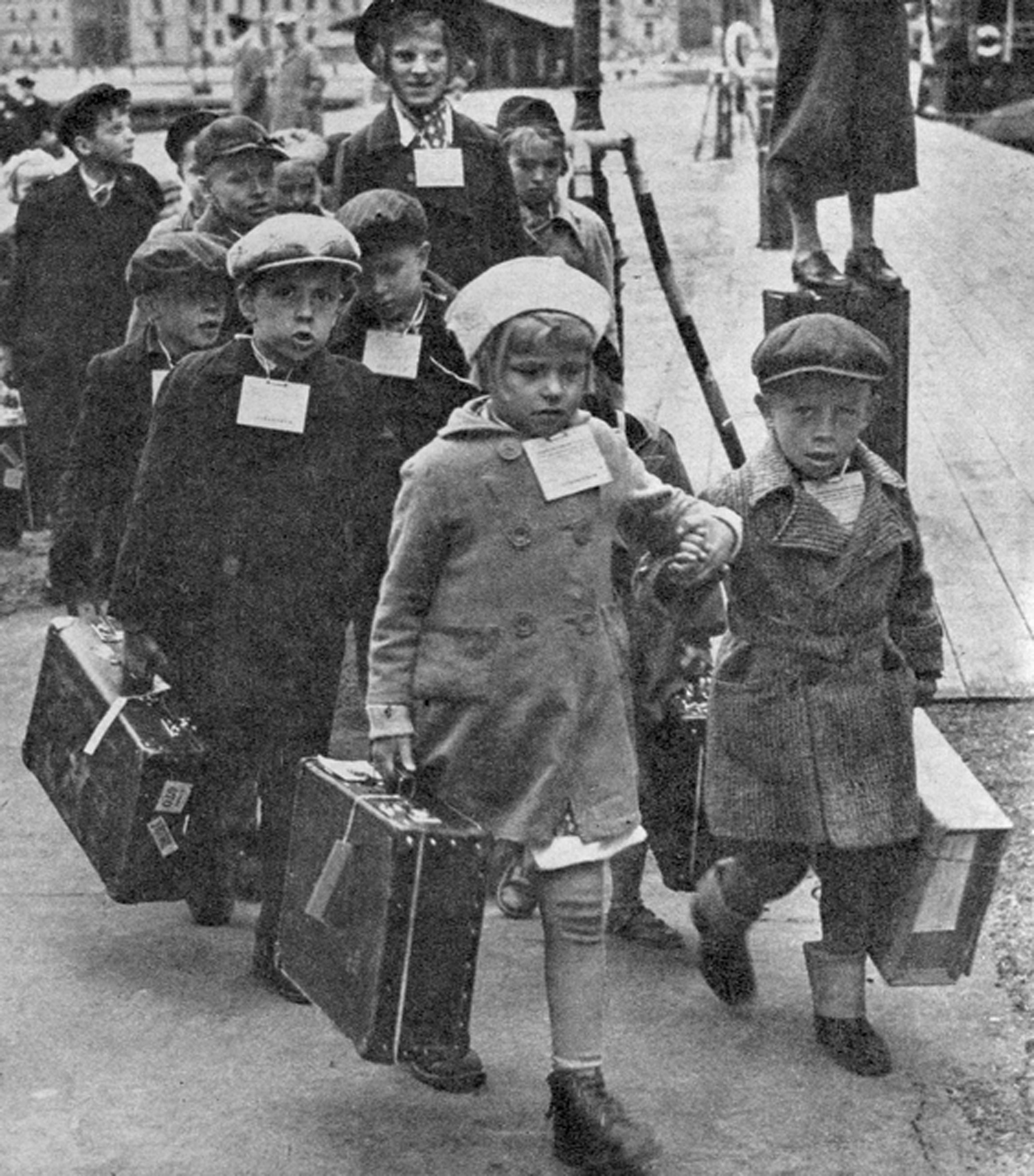 Finska krigsbarn på väg till Sverige i början av 1940 talet Foto Museiverket (HK10000