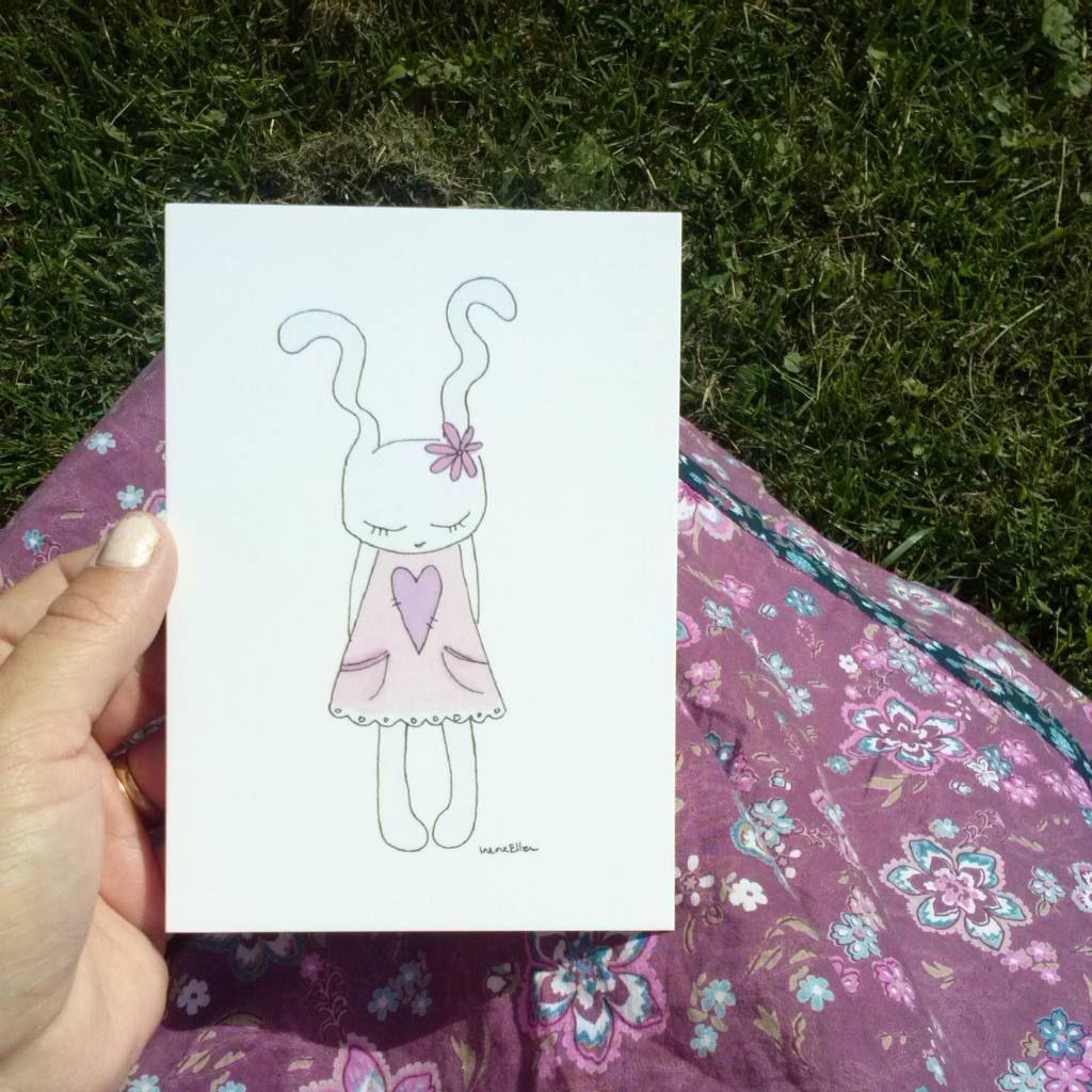 Www.IreneEllen.fi #postikortti  #Pupukortti  #pupu #kesä #suloinen  #kukkamekko