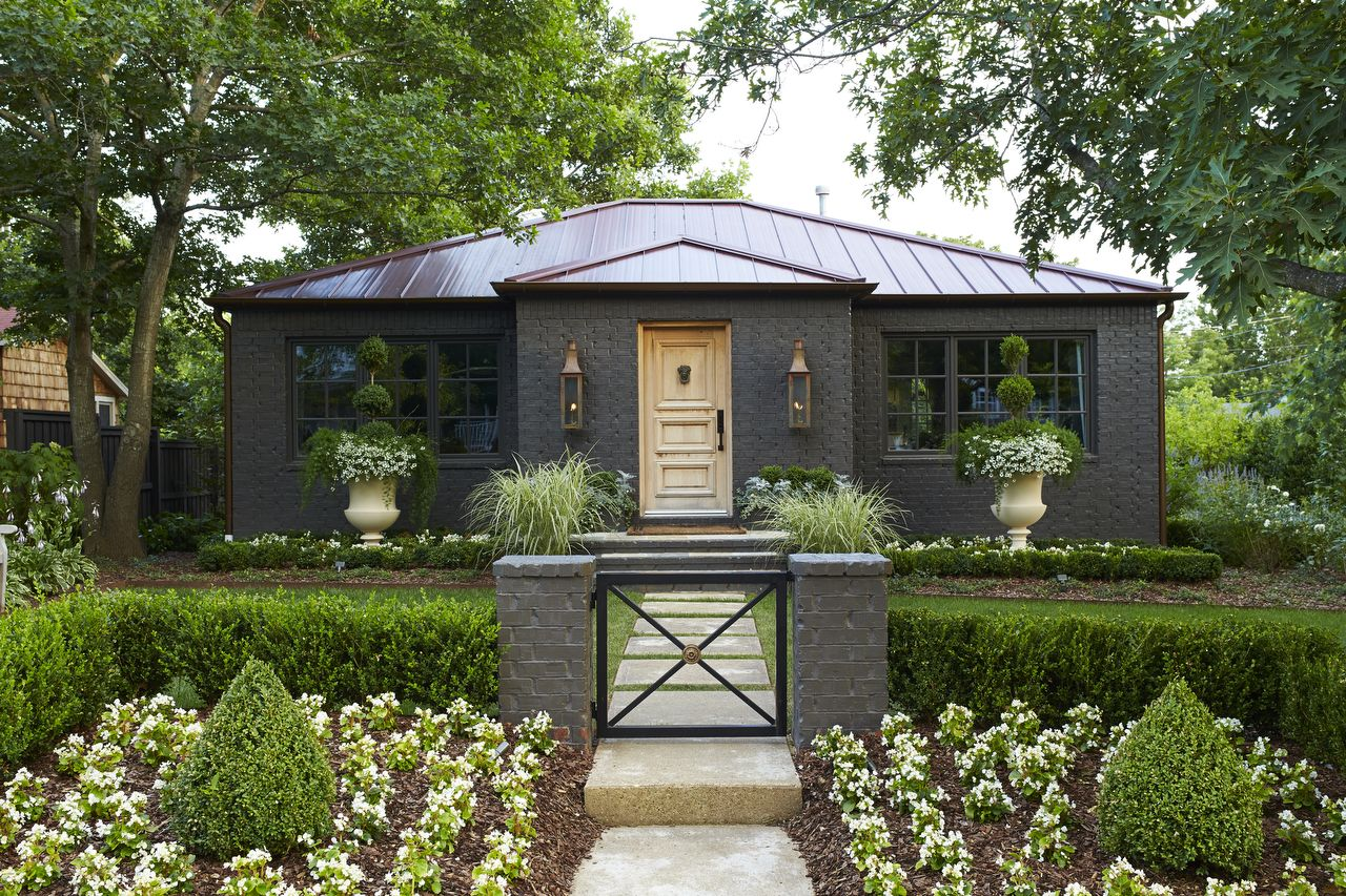 Cottage makeover the final garden revealed exterior - Sherwin williams black fox exterior ...