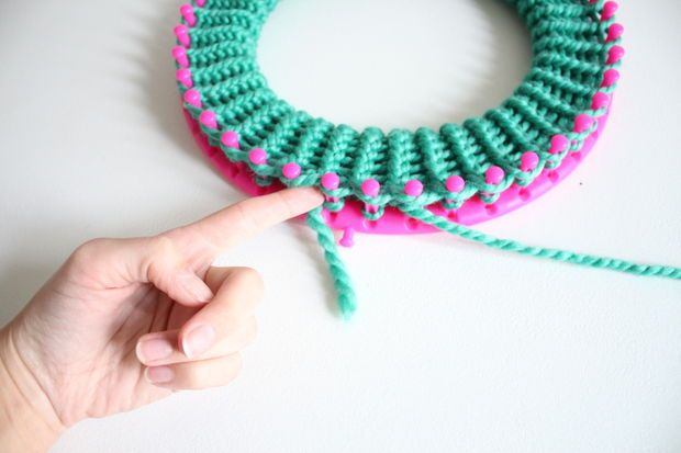 Knit A Slouchy Hat On A Round Loom Loom Knitting Pinterest
