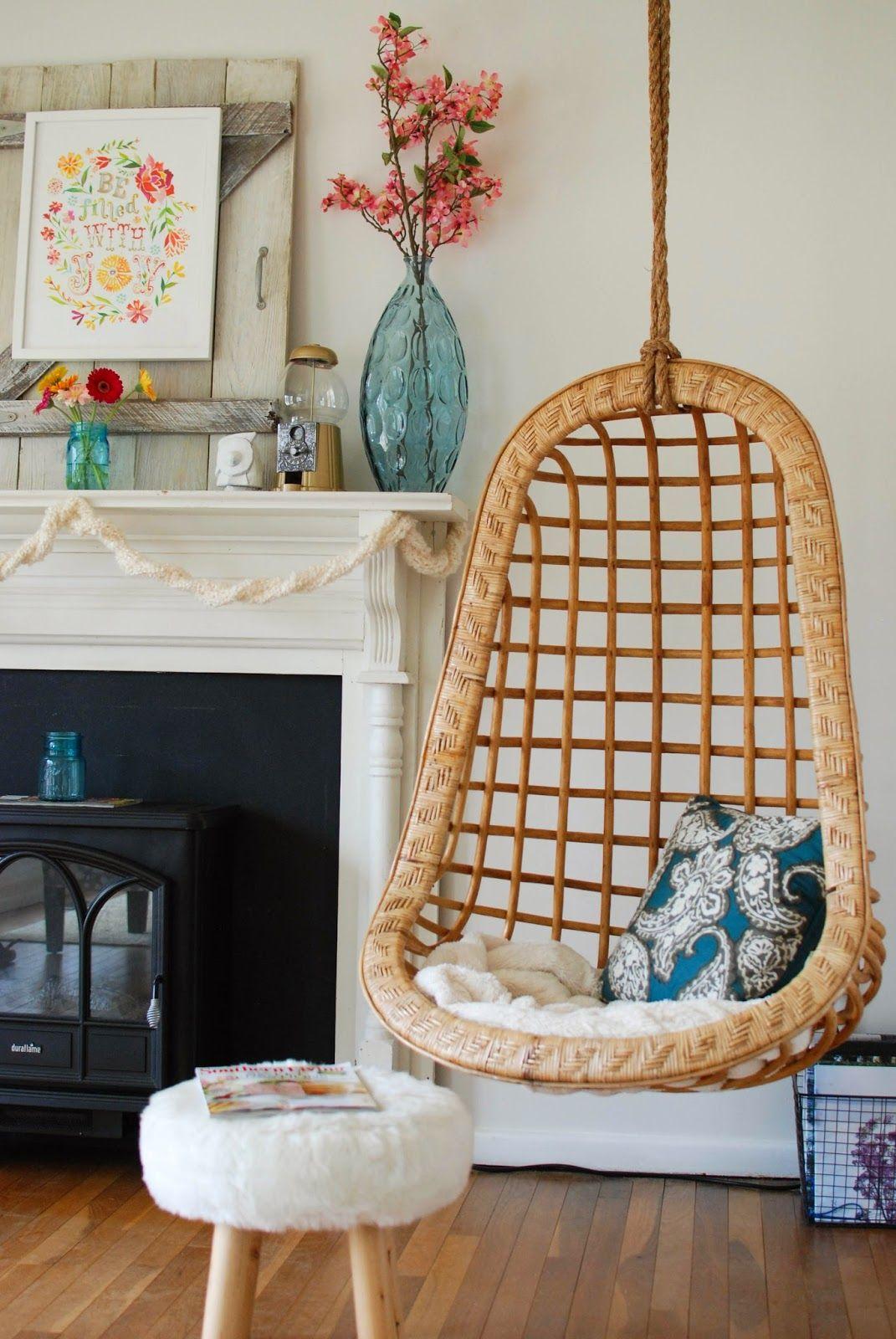 Hangstoel in de woonkamer   Interieur blog   Pinterest - Hangstoel ...