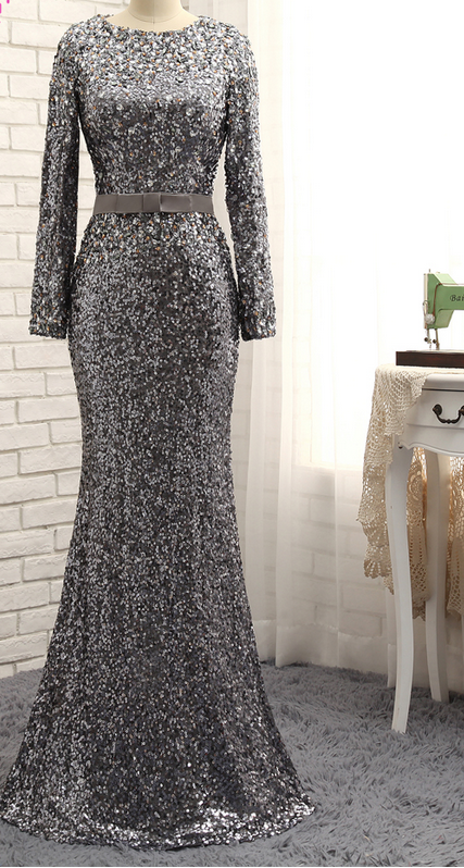 Long Sleeved Dress Of Grey Evening Dress With Long Sleeves