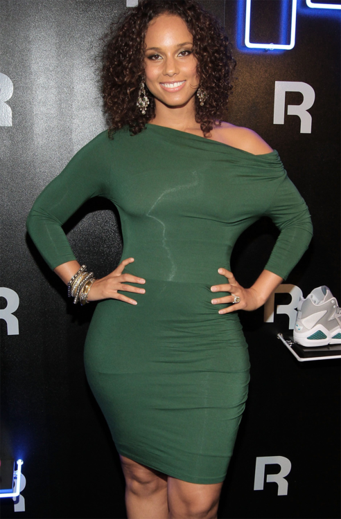 Alicia Keys Embraces Her Curves Talks Body Image Women