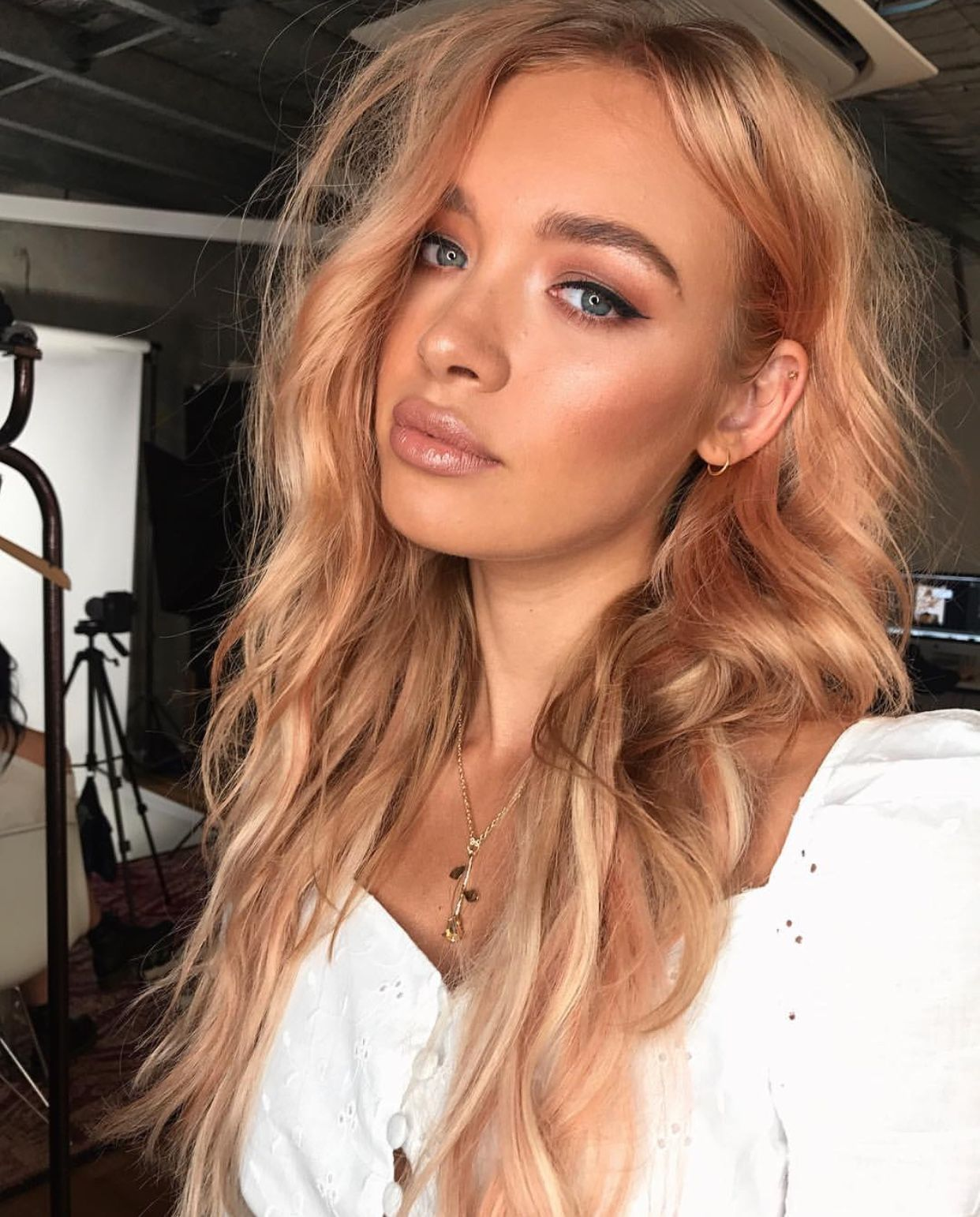 This Color With Natural Roots Blonde Hair Color Cool Blonde Hair Peach Hair