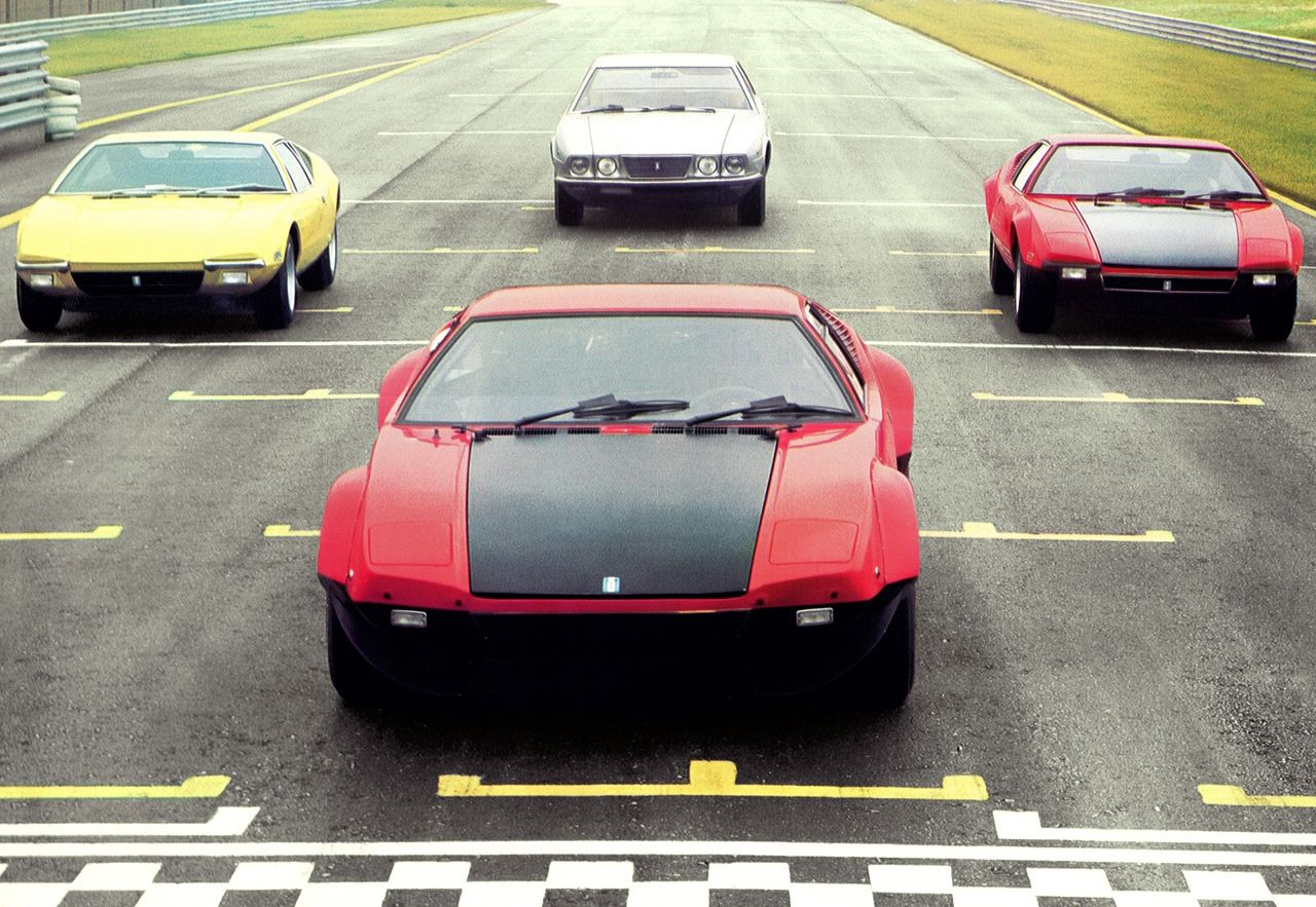 A very symbolic presentation of Deauville's position in the De Tomaso hierarchy: Almost invisible behind the flashy Pantera.