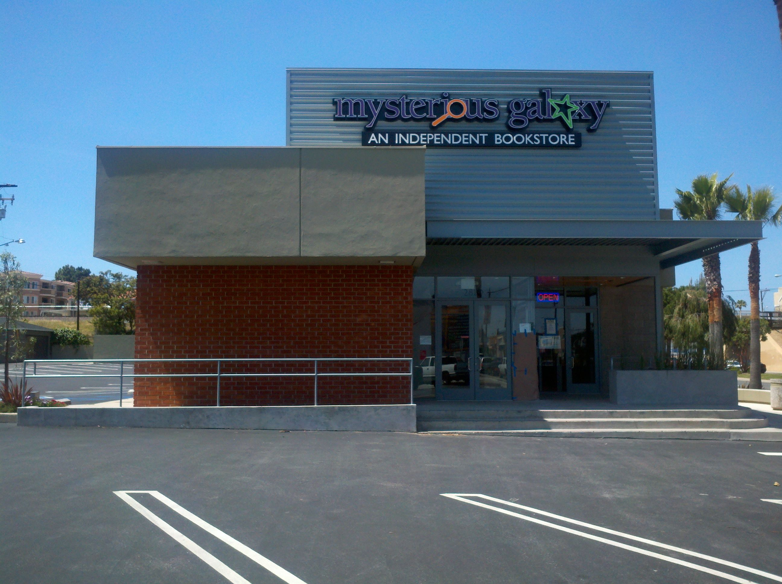 Mysterious Galaxy Books, Redondo Beach, California.       -------      http://www.mystgalaxy.com