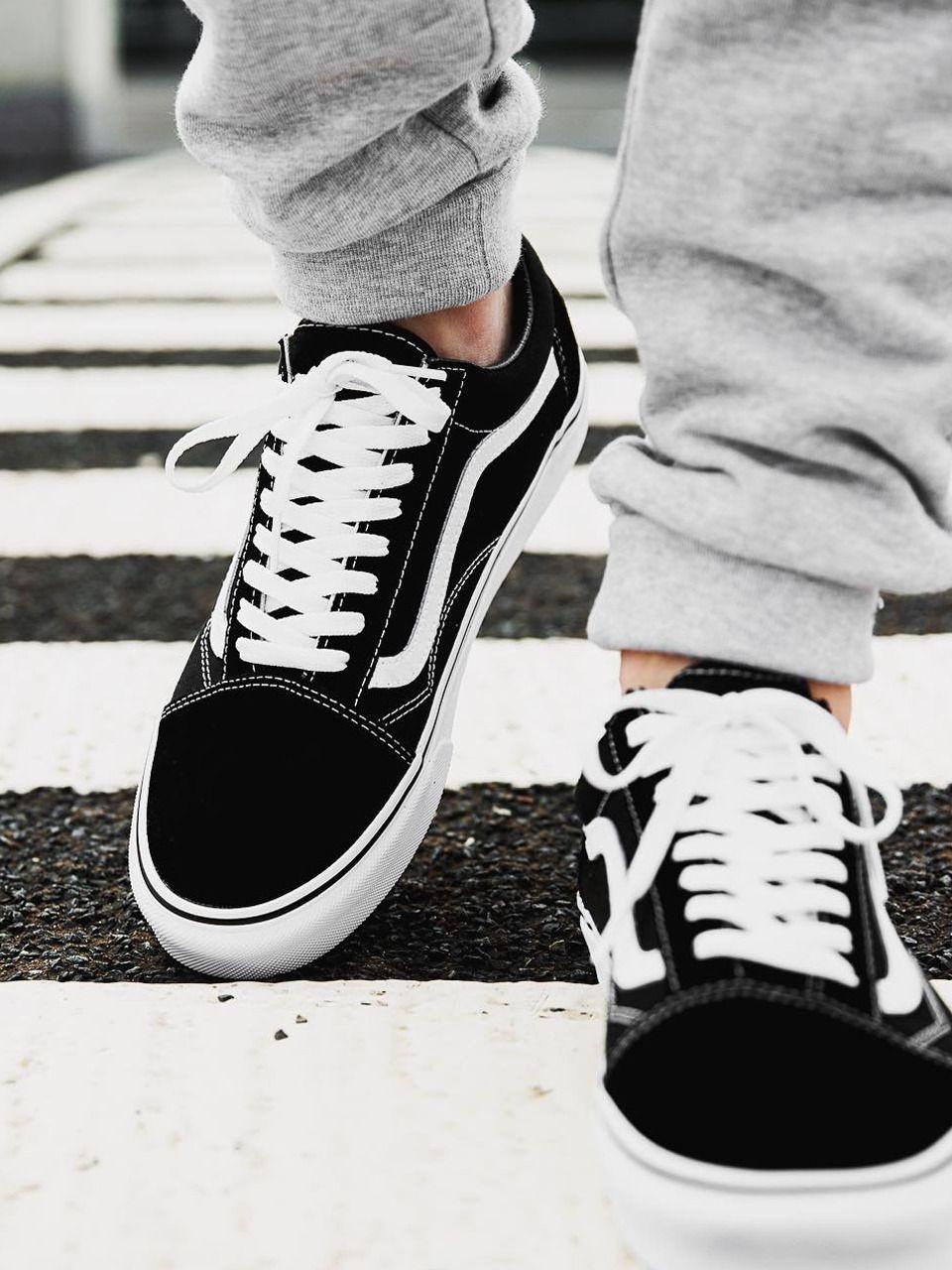 La Vans Old Skool 'Black White' https