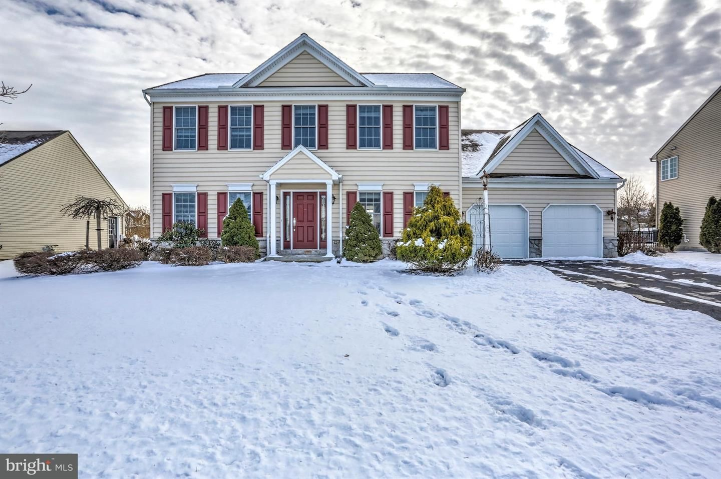 2 story master bedroom   Manor Circle Palmyra Spacious Story home in Country Squire