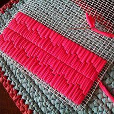 Neon square bolso hecho en trapillo sobre malla - Alfombra rafia ...