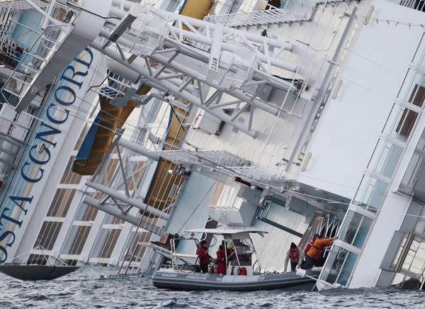 Durante un'ispezione a bordo della Costa Concordia i sommozzatori hanno titrovato resti umani forse appartenenti alle vittime non ancora ritrovate
