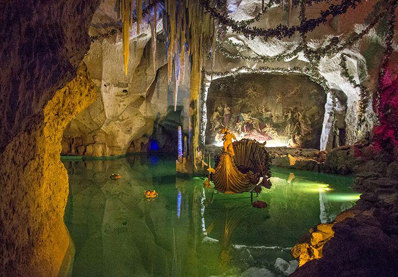 Inside The Venus Grotto Of Linderhof Palace Trip Castle Linderhof Palace