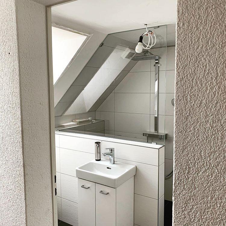 Teuscher Glasduschen Auf Instagram Unter Fast Jede Dachschrage Passt Eine Dusche Dachbodendusche Dachstuhlausbau Da Dachboden Dusche Glasduschen Dusche