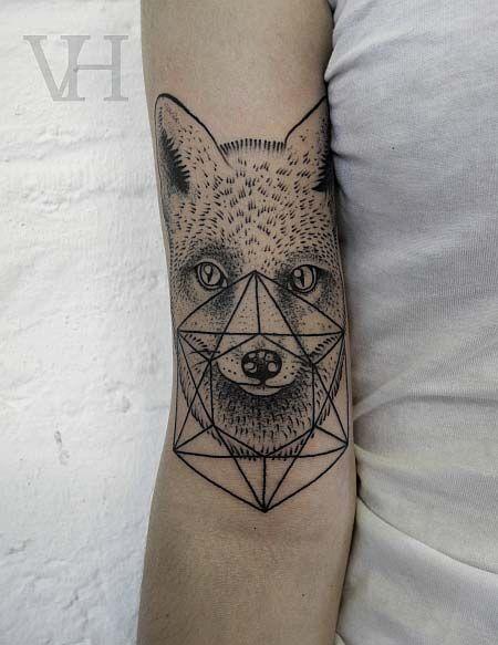 Tatouage Tete De Jeune Loup Avec Forme Geometrique Tattoos