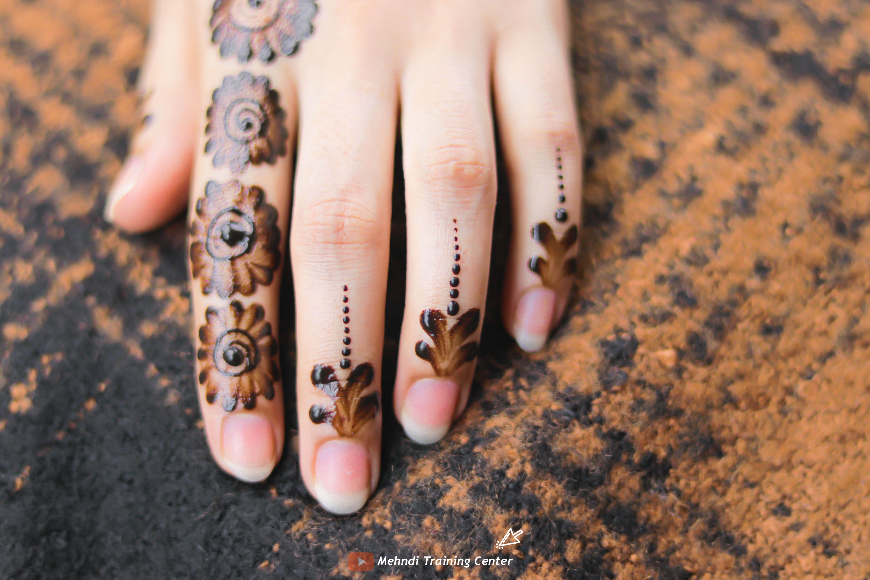 نقش الحناء الجميل البسيط أحدث تصميم نقش الحناء العربي للأيدي الخلفية 2020 Mehndi Designs New Mehndi Designs Beautiful Mehndi Design