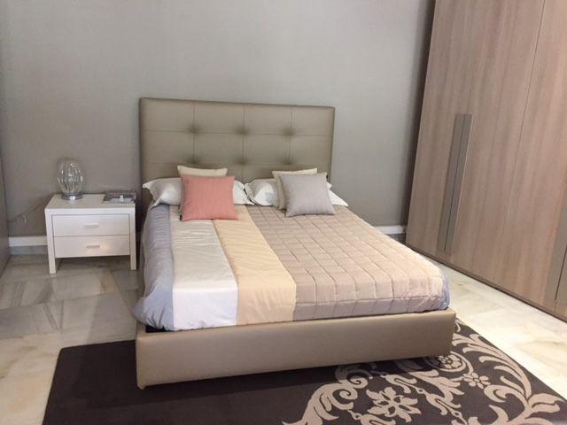 El dormitorio tapizado. incluye cabezal y aro de cama para colchón ...