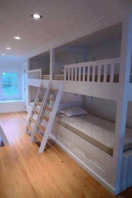 Um quarto para 04 crianças!