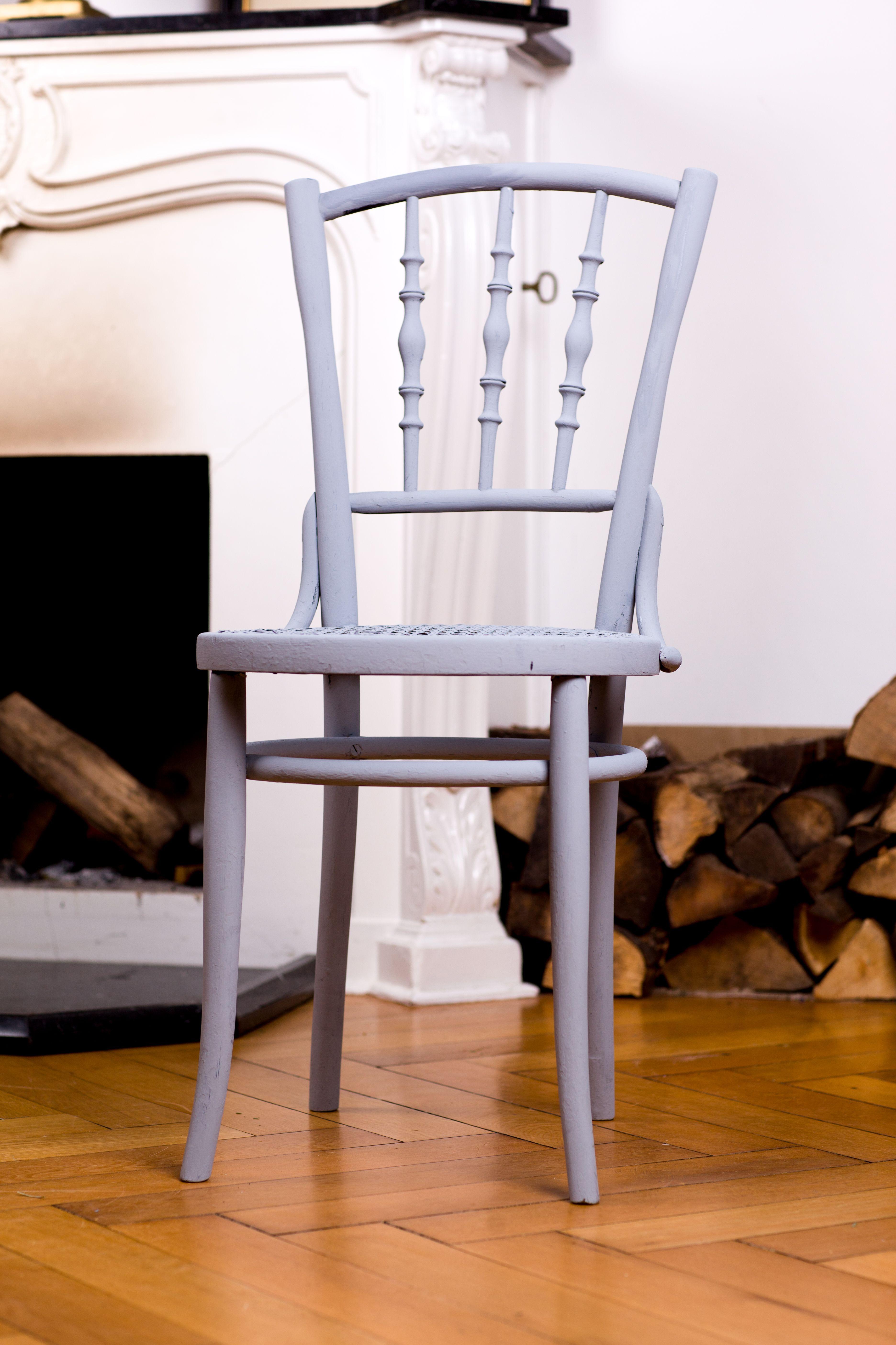 Alten Lackierten Stuhl Mit Kreide Emulsion Streichen In