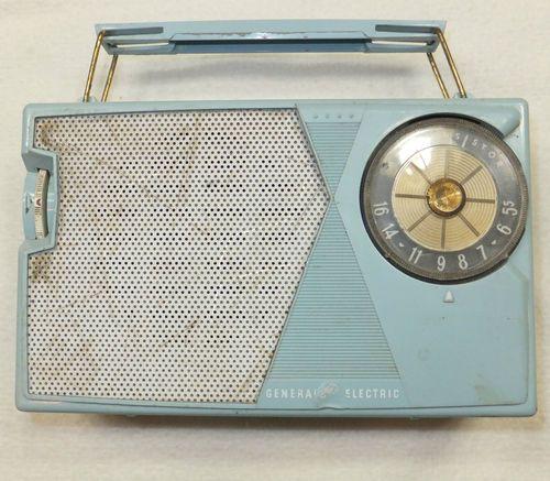 Vintage Ge Transistor Radio Turquoise All Transistor Am General Electric Portable Transistor Radio Transistor Radio Vintage Old Radios