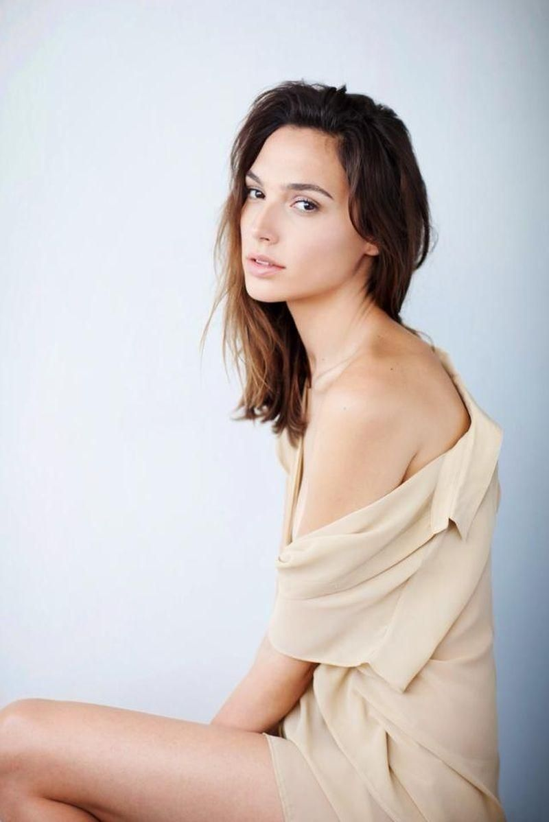 Gal gadot hd wallpaper from gallsource beautiful women gal gadot hd wallpaper from gallsource voltagebd Images