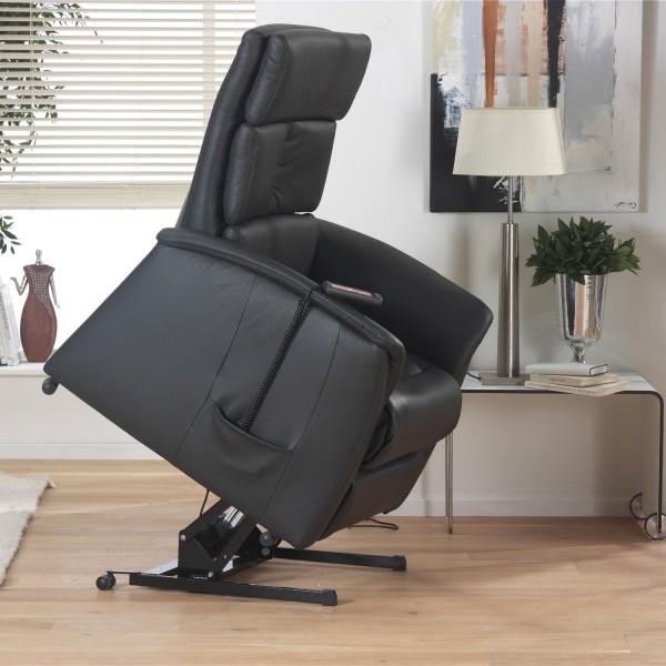 座椅可自動緩緩向前傾斜,使長者起身或坐下時減輕對膝蓋造成的壓力 #himolla #舒眠室 #德國沙發