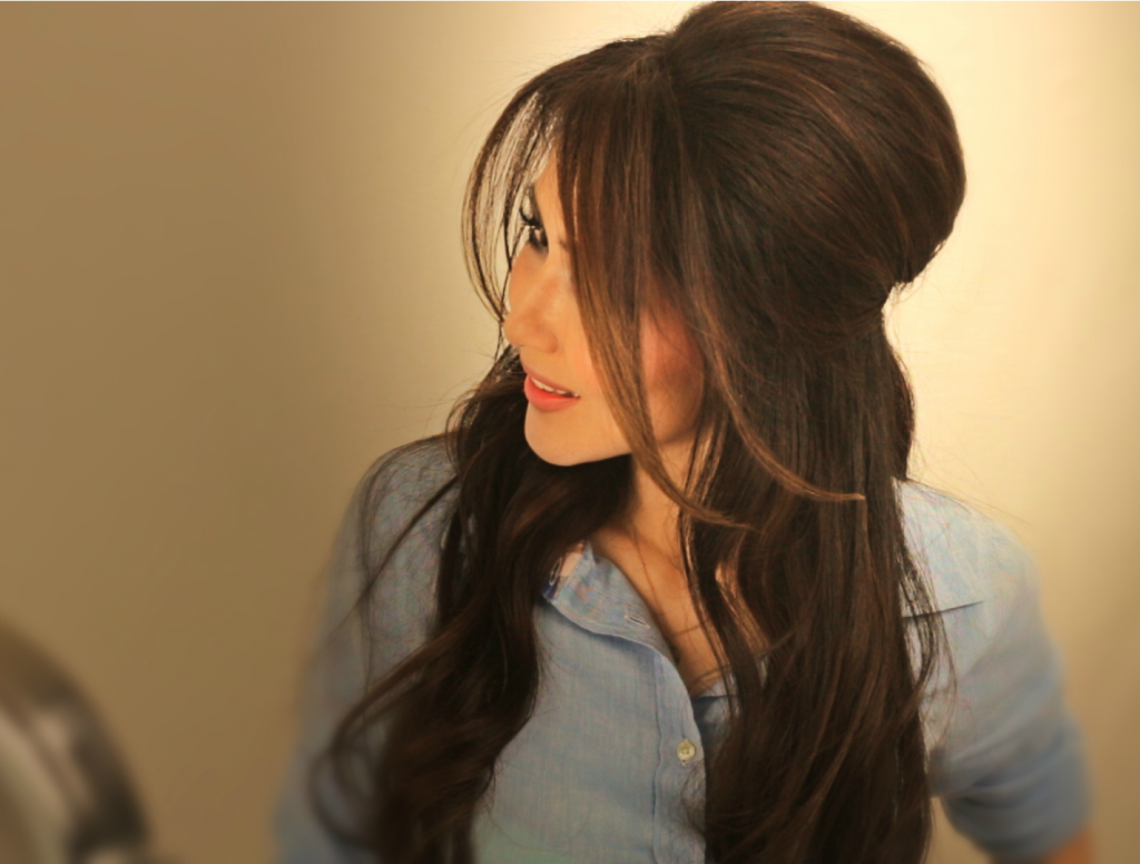 learn how to make a voluminous, half-up, half--down updo