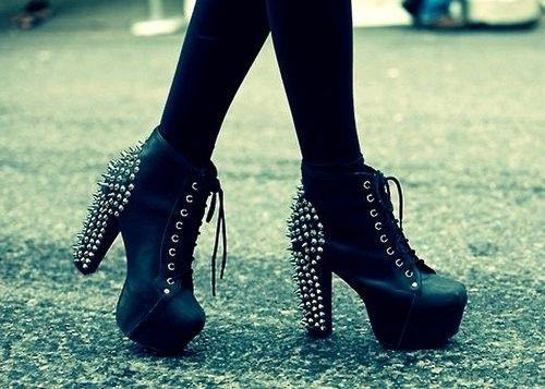 boots,heels,shoes-25f6a396fecec0e8a0fa323fb80acf3e_h.jpg (500×357)