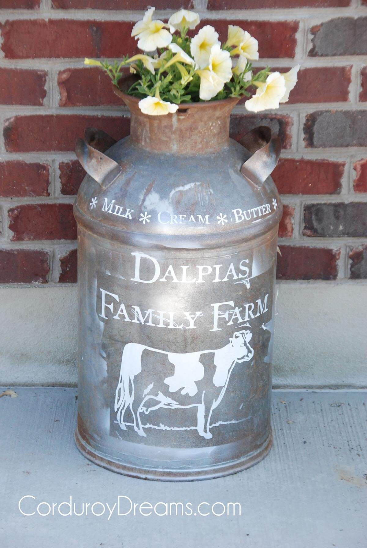 24 Rustic Farmhouse Milk Can Decor Ideas For A Touch Of Country Charm Painted Milk Cans Old Milk Cans Milk Cans