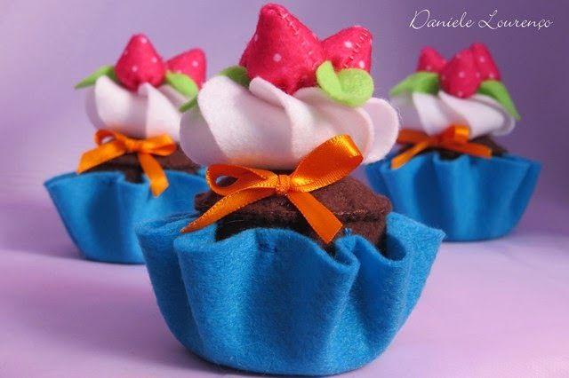 Dani Lourenço: Cupcakes de Feltro... adoçam a vida!