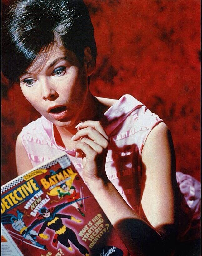 Pretty girls Read Comics too