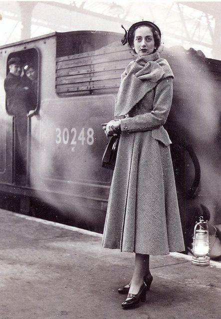 Postcard It 117155 Lee Miller 1949 Fashion For