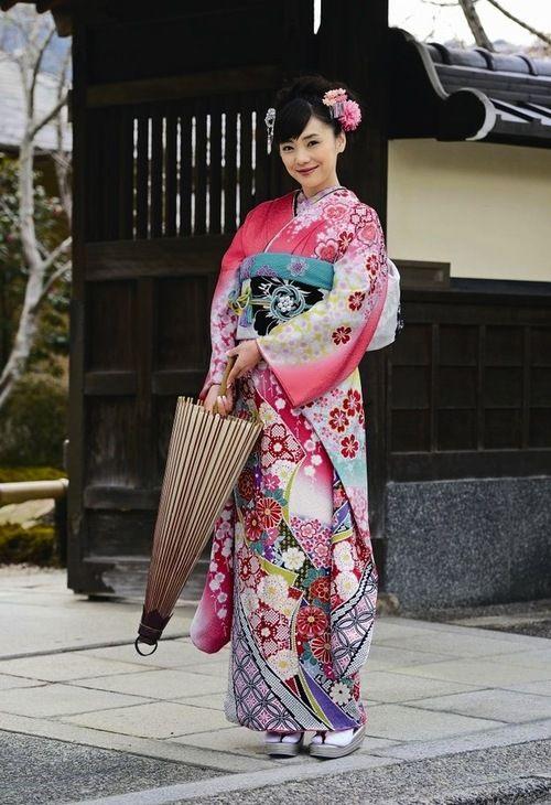 Traditional Japanese Clothing ~ Kimono