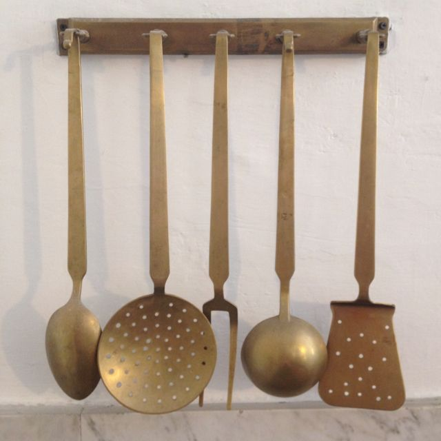 set of 5 Chef/'s kitchen utensils Farmhouse Vintage French copper and brass utensils and hanging tray Wall Rack Farmhouse kitchen Rustic