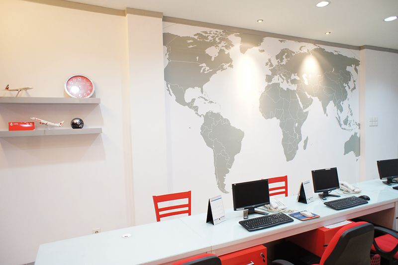 Travel office interior design photo oficina ideal for Travel agency office interior design ideas