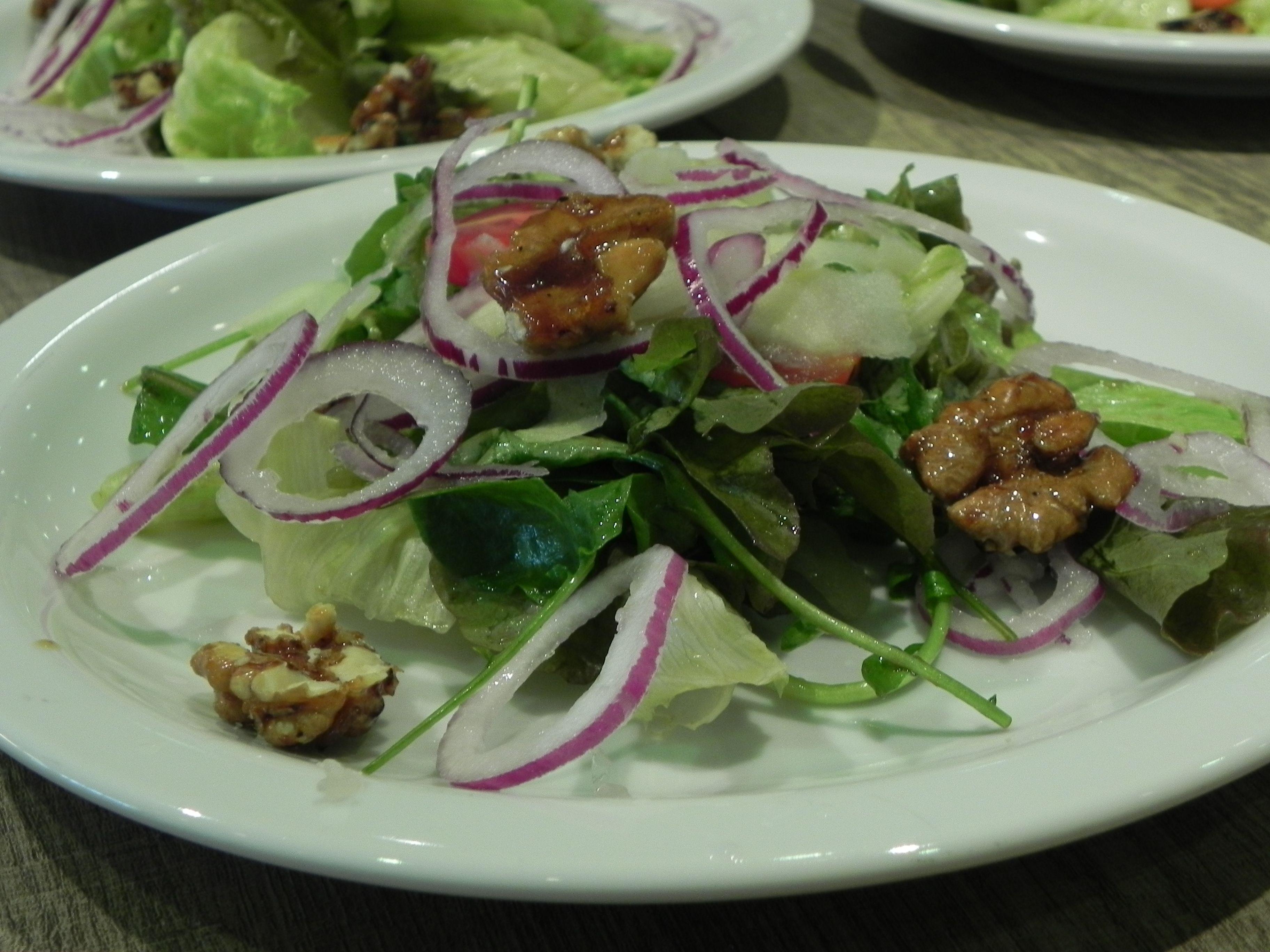 Resultado de imagem para imagem sobre saladas de nozes maça e gengibre