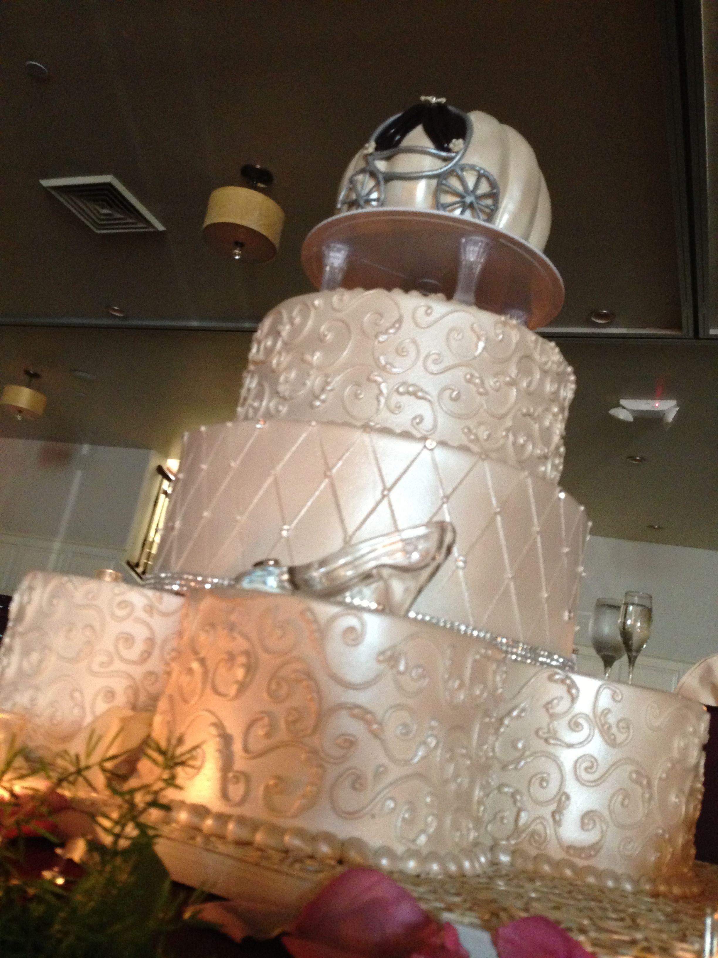 Cinderella themed wedding cake!   Fun Ideas   Pinterest   Cinderella ...