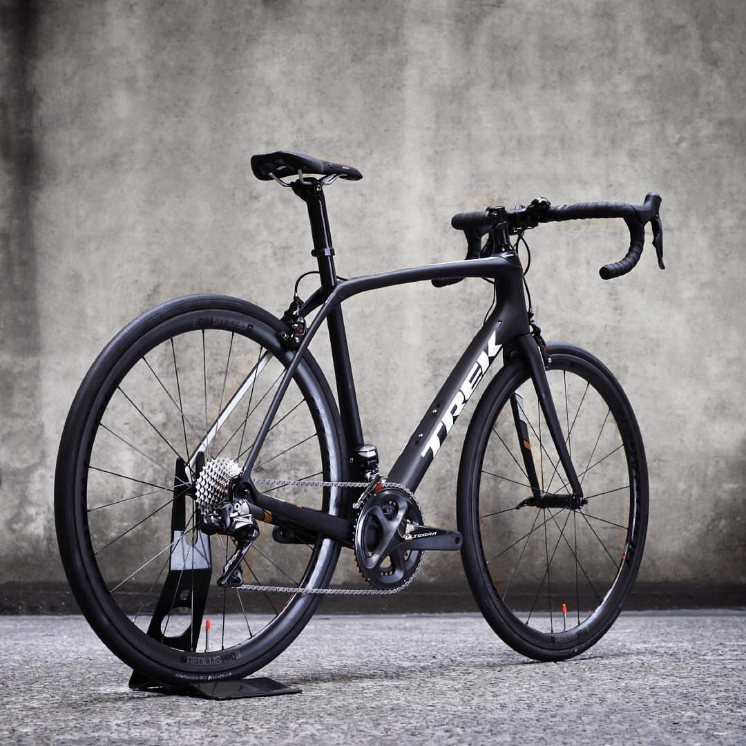 Classy looking Trek Domane SL7. #wevelo #trek #roadcycling ...